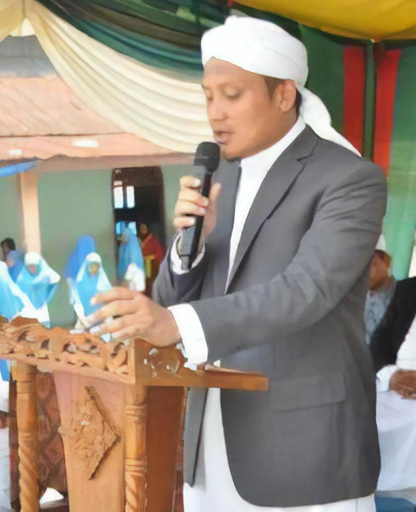 kanan - H. Achmad Fauzan Nst, SQ, S.HI, M.Pd.I